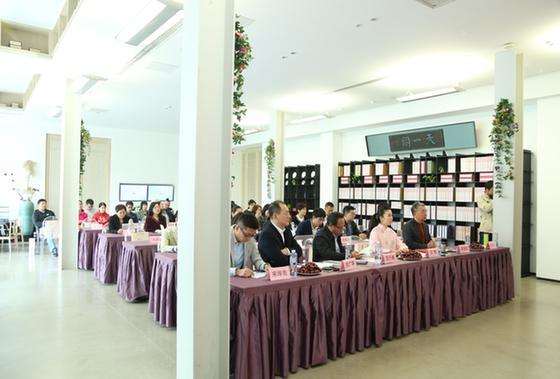 《别喝彩,我们仍在坎途》新书发布暨公益思享会在京举行