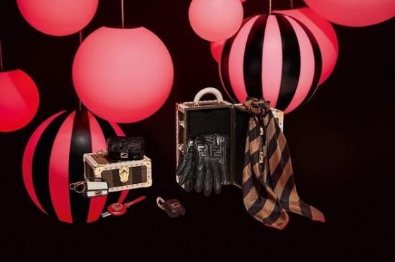 各大品牌今年推出的圣诞款好礼 迷倒各路明星大咖