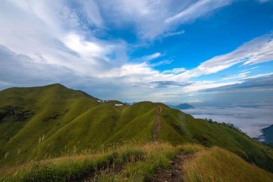 徒步江西武功山,10万亩草甸在高山之巅绵延