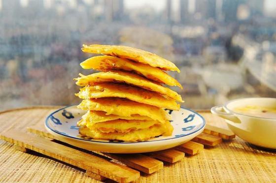 这小饼饭菜一锅出,比包子简单,比油条好吃,做少了根本不够吃