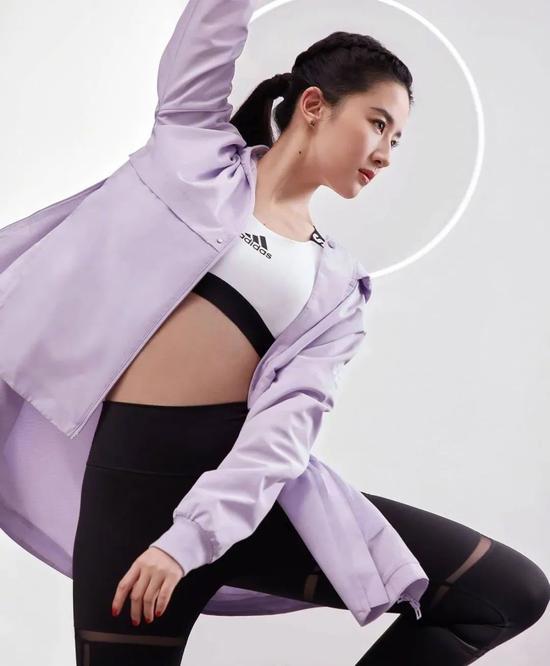 刘亦菲变身优雅健康运动系女神 运动风也可以仙气十足