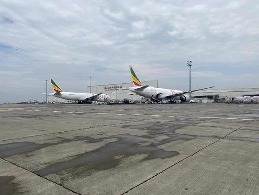 阿里巴巴包机运送540万只口罩抵达非洲支持